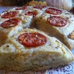 Хлеб с помидорами и луком