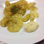 Картофельные чипсы с сырным соусом
