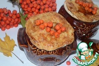 Рецепт: Горшочки с рябиновым соусом под хрустящей корочкой