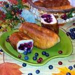 Жареные пирожки с черникой и брусникой