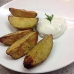 Запечённый картофель со сметанным соусом