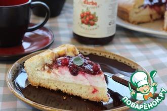 Рецепт: Пирог с творогом и клюквенным соусом