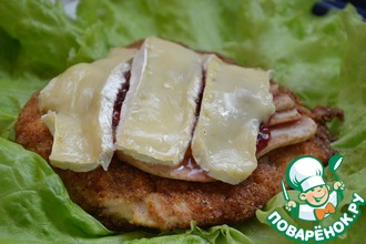 Рецепт: Запеченная куриная грудка с грушей, брусникой и сыром камамбер