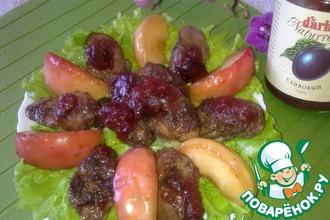 Рецепт: Салат из куриной печени с карамелизованными яблоками и сливовым соусом D'arbo