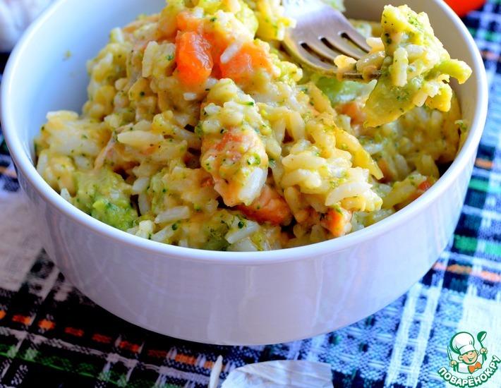 Рецепт: Рис с индейкой, брокколи и томатами в сырном соусе