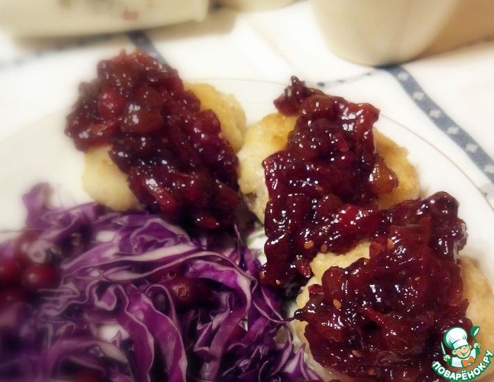 Рецепт: Котлеты рыбные с чатни из клюквы и томатов