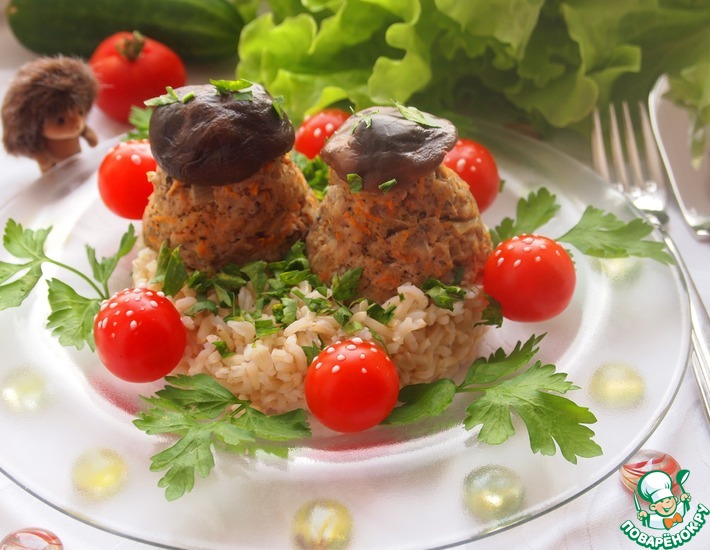 Рецепт: Мясные грибочки на подушке из коричневого риса