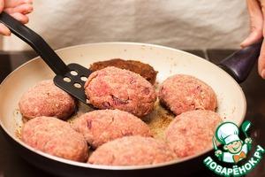 Котлеты по-шведски с маринованной свеклой – кулинарный рецепт
