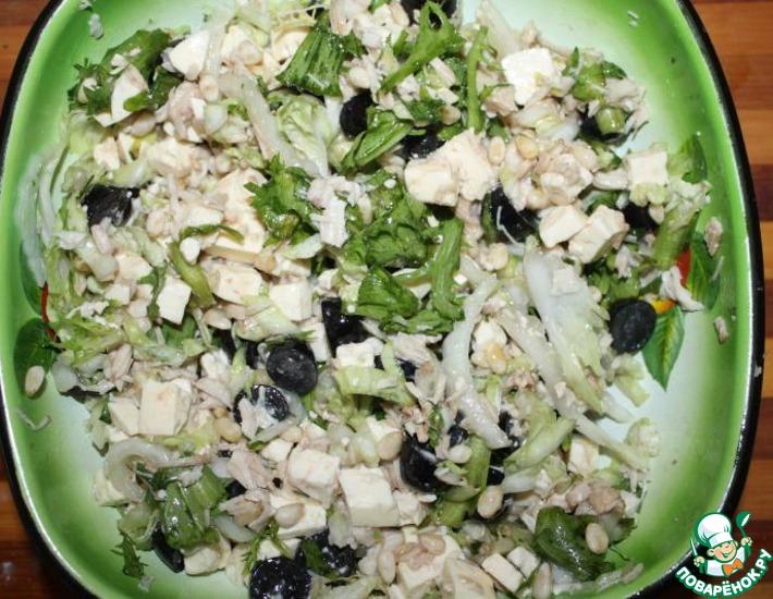 Рецепт: Салат с курицей, виноградом и фетой