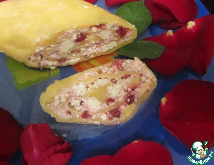 Рецепт: Сырный рулет с брусникой