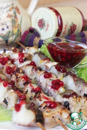 Шашлычки из трески с брусничным соусом – кулинарный рецепт