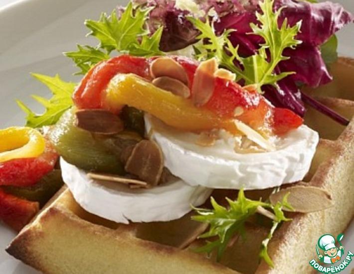 Рецепт: Тесто для вафель с салатом, перцем, сыром и миндалем