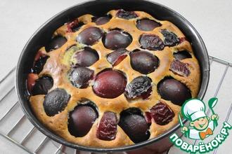 Рецепт: Сметанный пирог со сливами