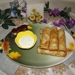Блины с креветками и банановым соусом
