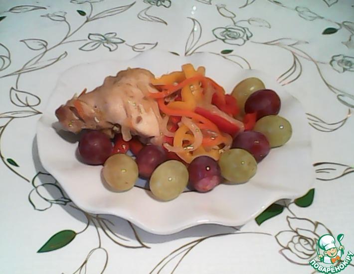 Рецепт: Куриные бёдрышки с овощами и виноградом