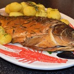 Копченая рыба и курица с розмарином, в домашних условиях