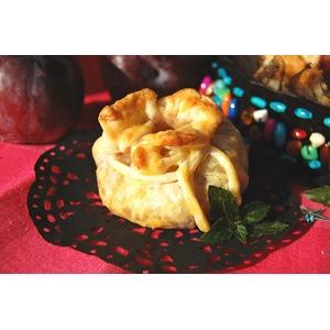 Пирожки из пьяных слив с клюквенным марципаном
