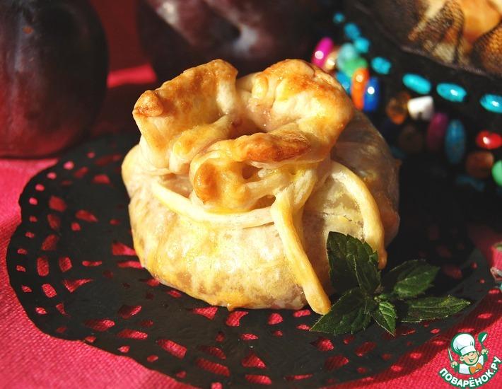 Рецепт: Пирожки из пьяных слив с клюквенным марципаном