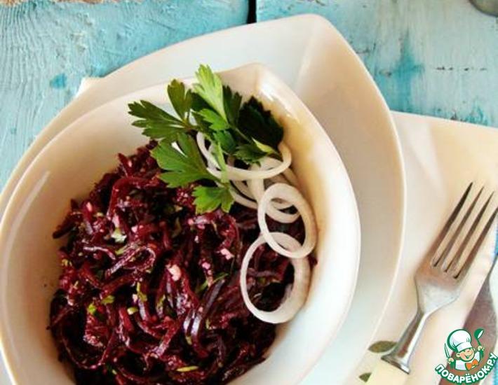Рецепт: Свекольное пхали с орехами и ягодным соусом