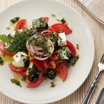Греческий салат под оригинальной заправкой