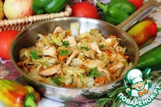 Рецепт: Пекинская капуста с курицей на сковороде