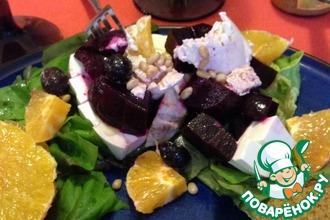 Рецепт: Салат с запеченной свеклой и козьим сыром