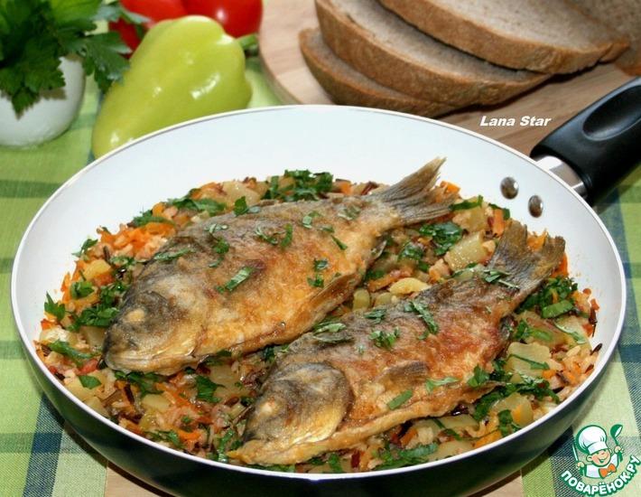 Рецепт: Жареные караси с овощами и рисом