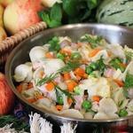 Овощи с пельменями на сковороде