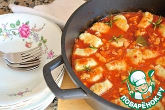 Рецепт: Ньокки в томатном соусе с курицей