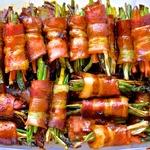 Рулеты из бекона с овощами и мёдом