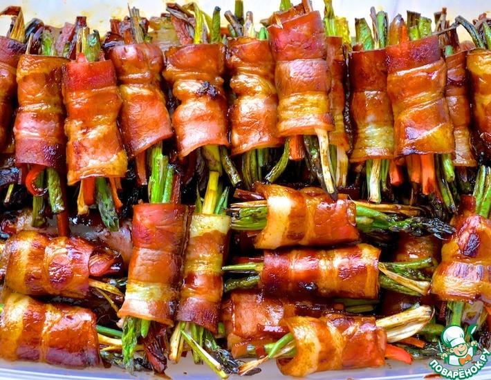 Рецепт: Рулеты из бекона с овощами и мёдом