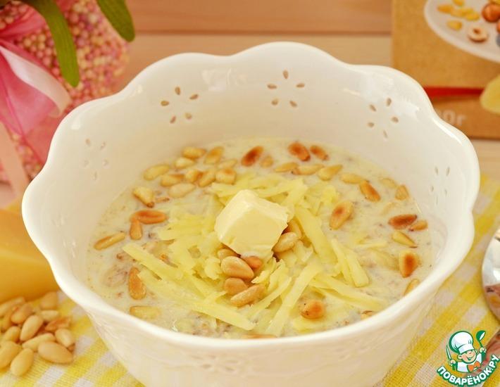 Рецепт: Румяная овсянка с сыром и кедровыми орешками