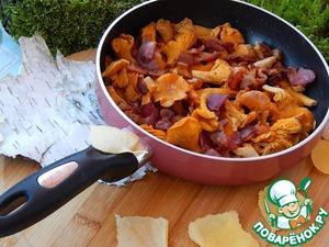 Рецепт: Сковорода с лисичками и беконом Вот и осень!