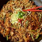 Вермишель с курицей и креветками по-сингапурски