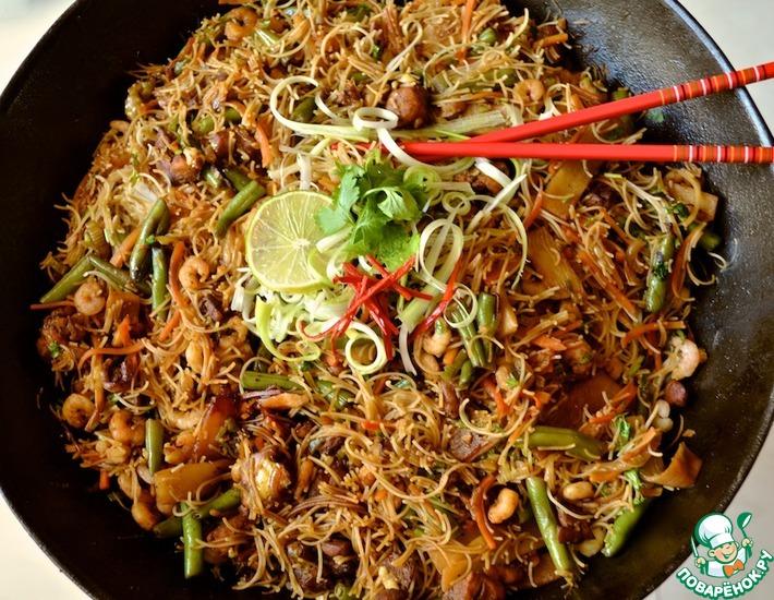Рецепт: Вермишель с курицей и креветками по-сингапурски