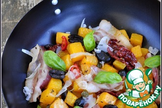 Рецепт: Тыква жареная с беконом, базиликом и маслинами