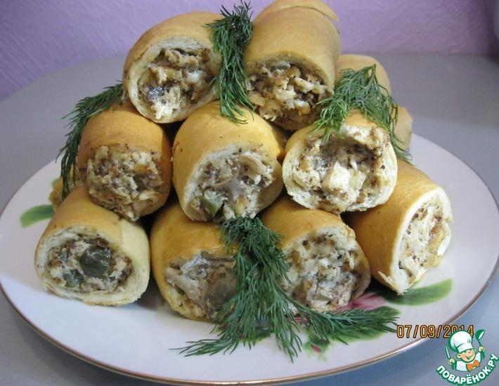 Рецепт: Куриный салат в хлебных стаканчиках