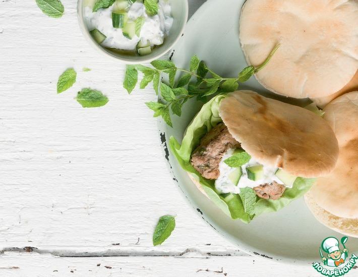 Рецепт: Греческий бургер с йогуртовым соусом