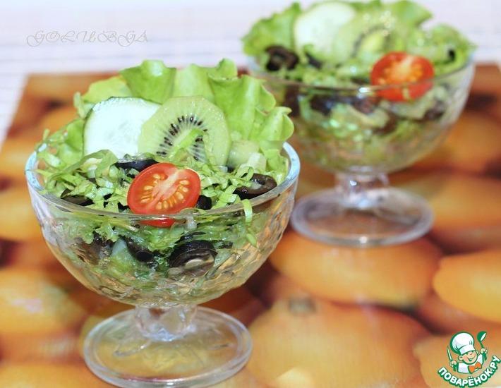 Рецепт: Cалат с огурцами, маслинами и киви
