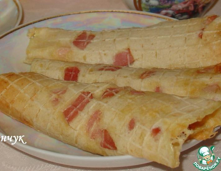 Рецепт: Горячие пшенные вафли с беконом и сыром