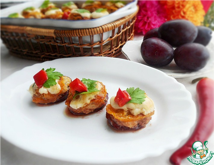 Рецепт: Алыча, фаршированная курицей, под томатной крышечкой