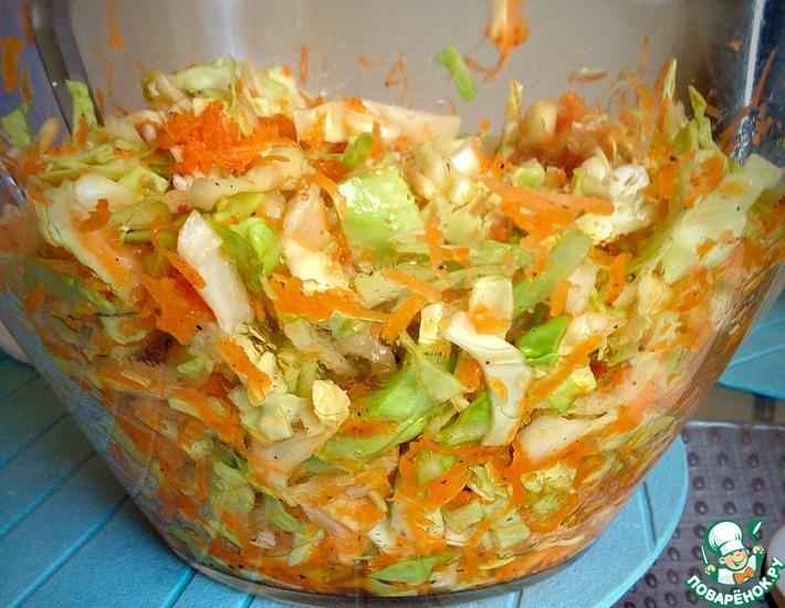 Рецепт: Салат из капусты и моркови с лимонно-медовой заправкой