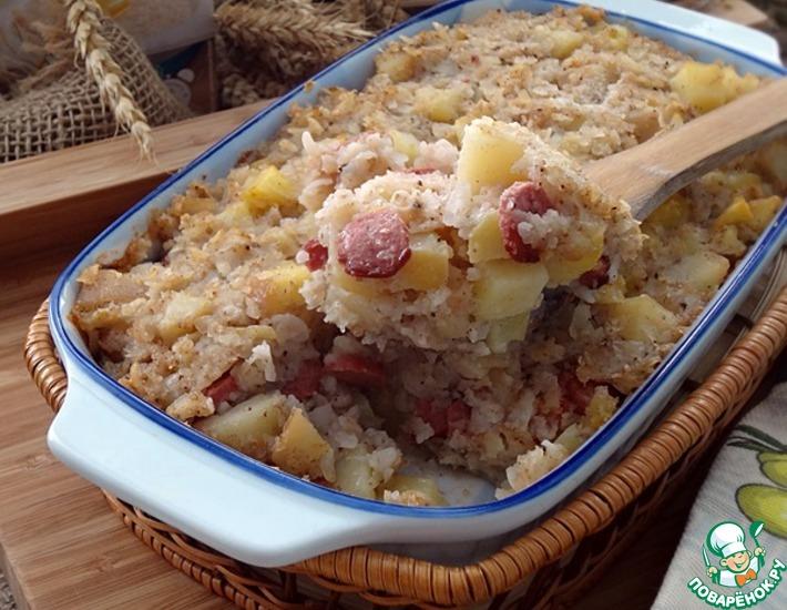 Рецепт: Гречнево-рисовая запеканка с картофелем и колбасками