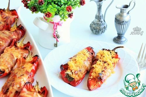 Перцы с курицей и сыром в беконе – кулинарный рецепт