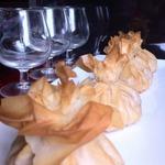 Мешочки из фило с индейкой, камамбером и сливами