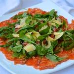 Карпаччо из лосося с рукколой и горчичным соусом