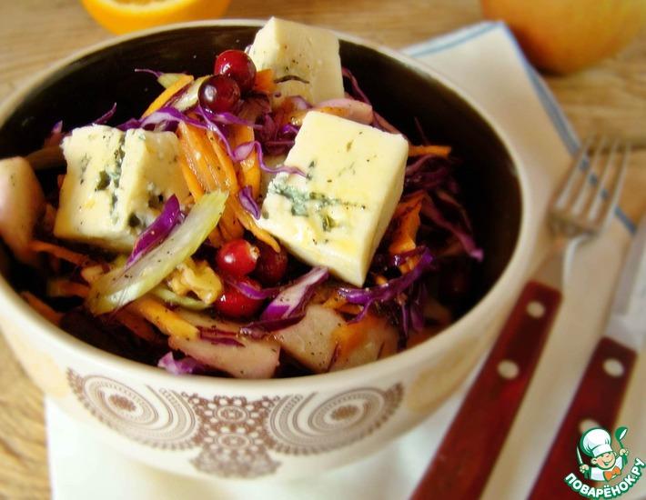 Рецепт: Салат из краснокочанной капусты с голубым сыром
