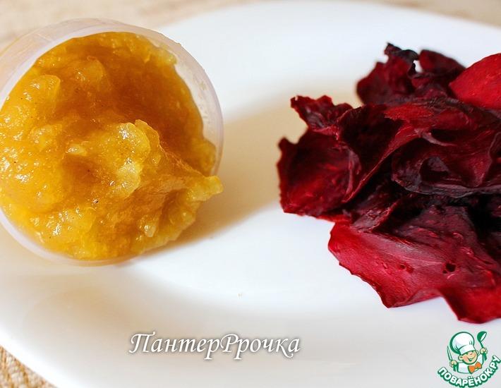 Рецепт: Сушеные лепестки роз под яблочно-карамельным соусом