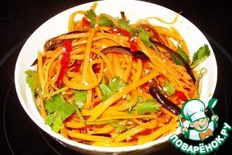 Рецепт: Острый салат из моркови с баклажаном