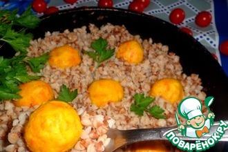 Рецепт: Гречка на сковороде с рыбными шариками